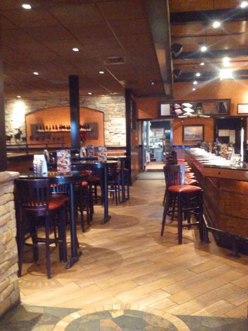 Bar+seating+provides+a+comfortable+and+relaxing+environment
